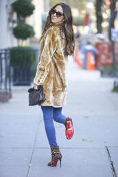 something navy,blogger,jeans,louboutin,leopard print high heels,winter outfits,cat eye,pouch,winter coat,faux fur,printed boots,printed ankle boots,high heels boots,boots,animal print,animal print high heels,leopard print,fur coat,black sunglasses,sunglasses,bag,black bag,blue jeans,beige fluffy coat,fuzzy coat