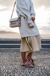 sweater,tumblr,oversized sweater,oversized,grey sweater,bag,nude bag,shoulder bag,skirt,gold skirt,pleated,pleated skirt,metallic pleated skirt,metallic,shoes,slide shoes