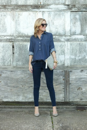 life with emily blogger sunglasses shirt skinny jeans pouch