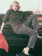 pants,grace kelly,grey pants,sweater,khaki sweater,pumps,nude pumps,hairstyles,retro