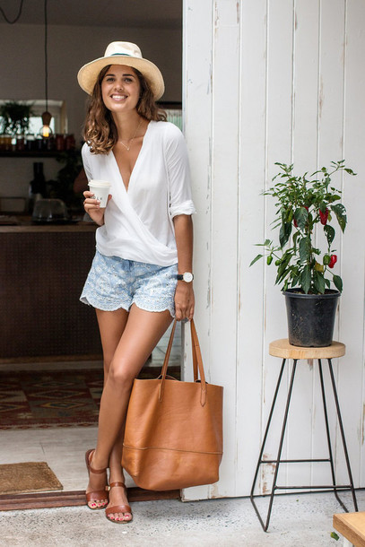 a pair and a spare blogger crochet shorts sandals white top tote bag leather bag shorts top shoes bag jewels
