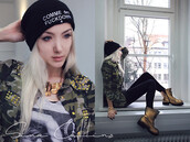 hat,beanie,lookbook,comme des fuckdown,army green jacket,timberlands,stylish,grunge,it girl shop,streetwear,urban,blouse,blogger,girl,casual