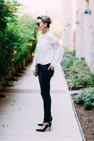 the courtney kerr blogger top jeans shoes bag jewels sunglasses