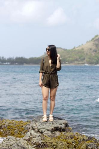 looks by lau blogger romper shoes sunglasses