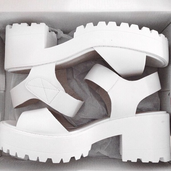 shoes white white heels hoes white shoes tumblr high heel sandals sandals shoes chunky shoes white sandals mid heel sandals home accessory mint