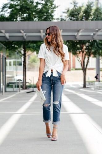 t-shirt tie front t-shirt boyfriend jeans clutch blogger blogger style sandals distressed denim