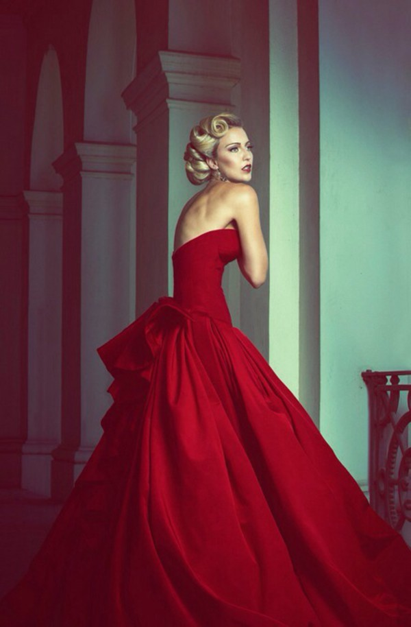 Gorgeous ball gowns red wedding dresses bodice sweetheart for Big red wedding dresses