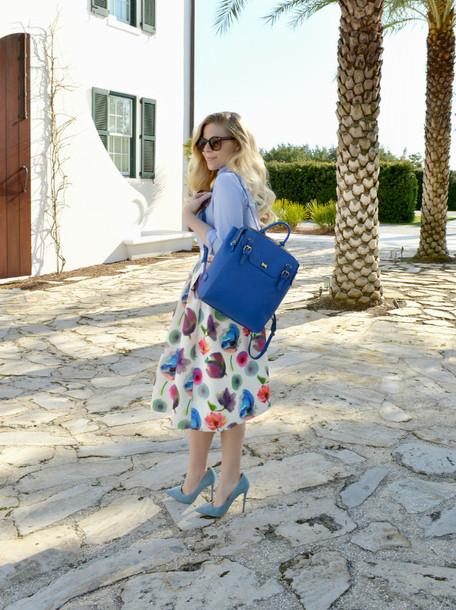 fash boulevard blogger blue bag backpack midi skirt stilettos floral skirt floral midi skirt