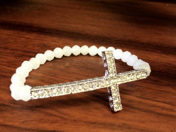 White pearl tinted cross bracelet par glambarmiami sur etsy