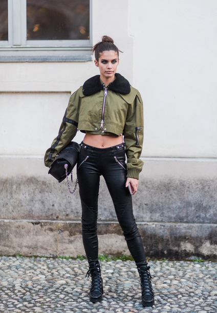 ► 「Eres mi guía, quieras o no」 B46c7v-l-610x610-jacket-cropped-pants-sara+sampaio-model+duty-streetstyle-milan+fashion+week+2017-fashion+week+2017