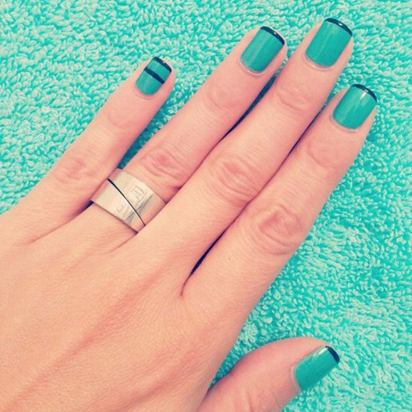 chic black style nail polish bleu turquoise nails
