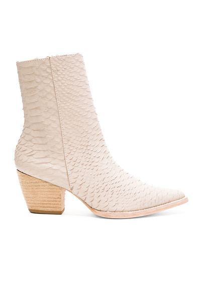 Matisse Caty Boot in gray