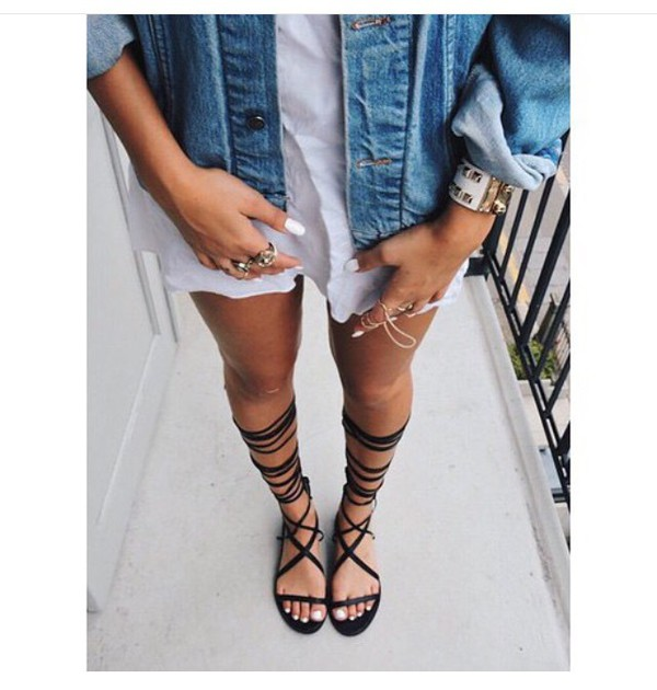 shoes black sandals flat gladiator sandals knee high flat gladiator sandals lace up sandals open toes jacket white dress denim jacket denim blue jeans cute gladiators shirt maxi dress jewelry strappy sandals Choies strappy flats summer lace up outfit fashion