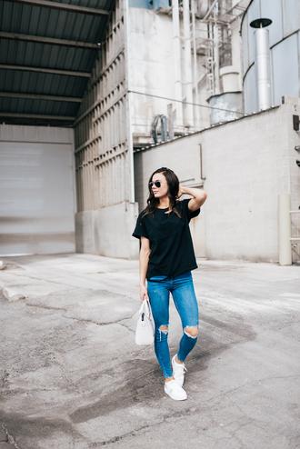 t-shirt denim distressed denim skinny jeans white sneakers handbag blogger blogger style ripped t-shirt