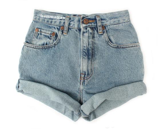 SIZES TURN Vintage Levi highwaisted denim shorts by Hanmattan