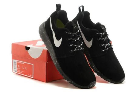Nike roshe run trainers black solo and white