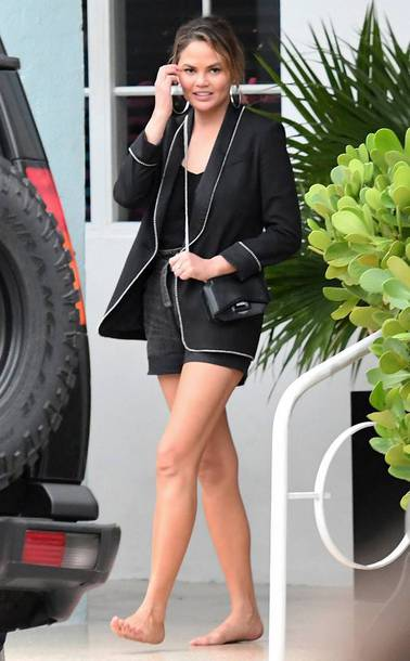 shorts all black everything black chrissy teigen model off-duty