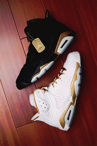 shoes jordans gold black white tumblr shoes sneakers fly dope need ! air jordan gold and white jordans jordan's black and gold jordan's jordan air jordan  6-7 gold  metal pack black and white high top sneakers white sneakers black sneakers tennisshoes cute