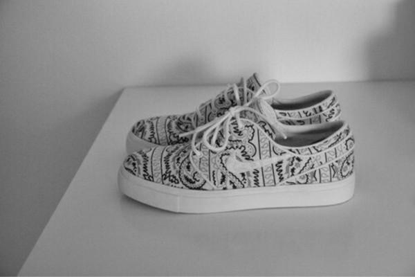 shoes nike grey black white girls sneakers nike sneakers