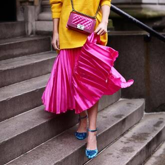 skirt tumblr pink skirt metallic pleated skirt pleated pleated skirt sweater yellow yellow sweater shoes blue shoes velvet velvet shoes bag pink bag chanel chanel bag chain bag
