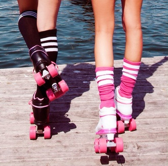 shoes roller skates 90s style skater groovy black and pink wheels laces 80s style venice beach fashion california cool grunge summer sports