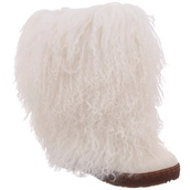 shoes,fur,fur boots,boots,winter boots,snow,snow boots,fluffy,bearpaw,white boots,bearpaw boots