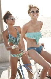 swimwear,biki,teal,beach,girl,bandeau bikini,sea foam green,sunglasses,green swimwear,bikini,summer,bag,pistachio,bandeau top,bikini top,turquoise,lspace,cute,nice,girly,blue dress,blue swimwear,green,girls hbo,friends,nice outfit,cute outfits