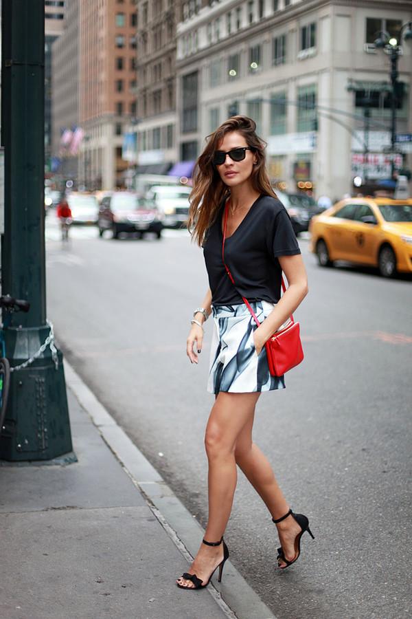 lady addict blogger sunglasses t-shirt bag