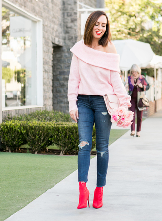 sydne summer's fashion reviews & style tips blogger sweater jeans jewels bag shoes make-up pink sweater boots winter outfits