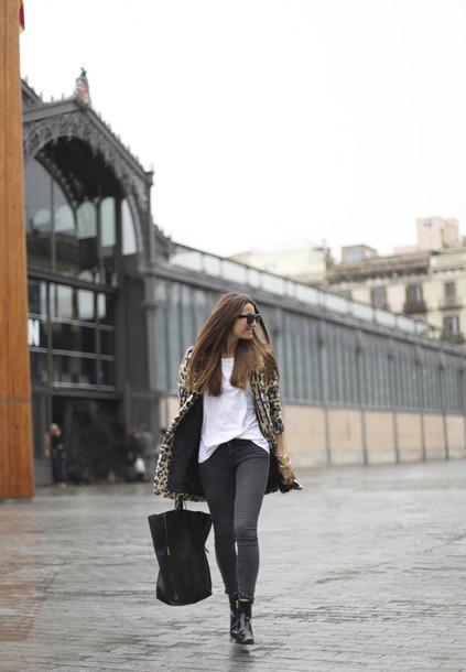 b a r t a b a c blogger coat leopard print grey jeans tote bag white t-shirt winter coat