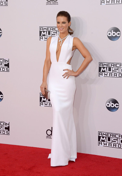 jewels clutch bag dress kate beckinsale white dress gown prom dress wedding dress v-neck ama necklace