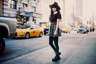 jag lever blogger grunge black crop top school girl plaid skirt grunge shoes