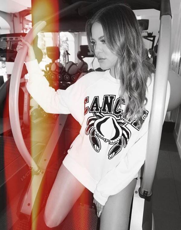 sweater sweatshirt khloe kardashian instagram top kardashians