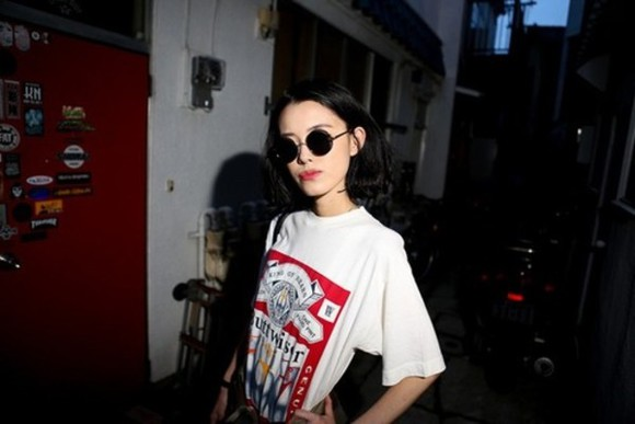 shirt t-shirt white oversized buttweiser white t-shirt sunglasses round sunglasses short sleeve red graphic graphic tee tee big oversize large design pattern logo hipster grunge budweiser graphic t-shirt