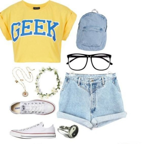 blue bag tank top yellow top it say geek