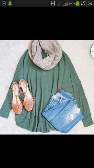 t-shirt green sweater