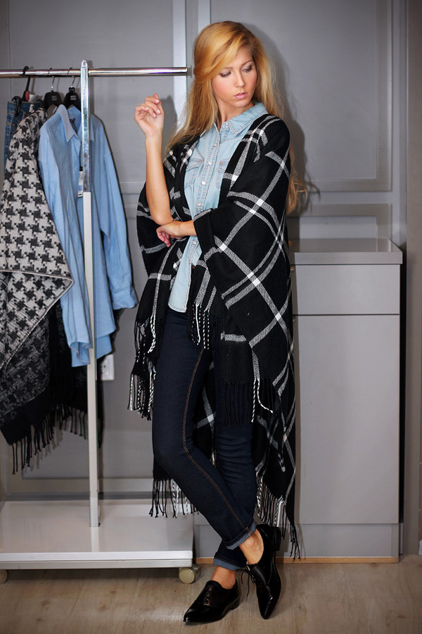 sirma markova blogger jeans denim tartan poncho