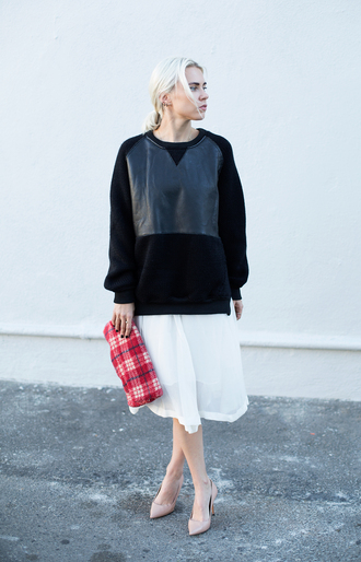 always judging blogger sweater tartan pouch white skirt nude high heels printed pouch sweatshirt black sweatshirt pumps nude pumps high heel pumps