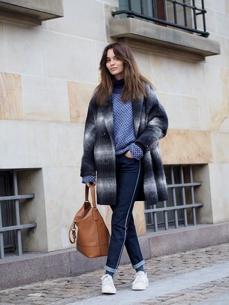 by funda blogger coat sweater jeans shoes bag