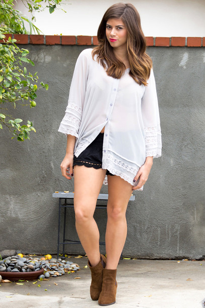 top chiffon chiffon top lavender lace lace top tunic tunic top coachella festival crochet top long sleeves button up blouse shorts boots fashion style outfit spring outfits summer outfits