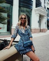 dress,blue dress,floral dress,short dress,bag,wrap dress