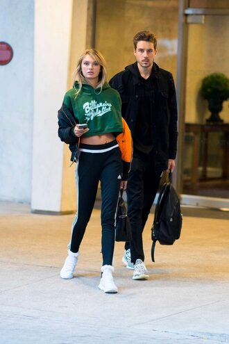 sweater cropped cropped sweater hoodie romee strijd leggings sneakers crop tops model off-duty shoes
