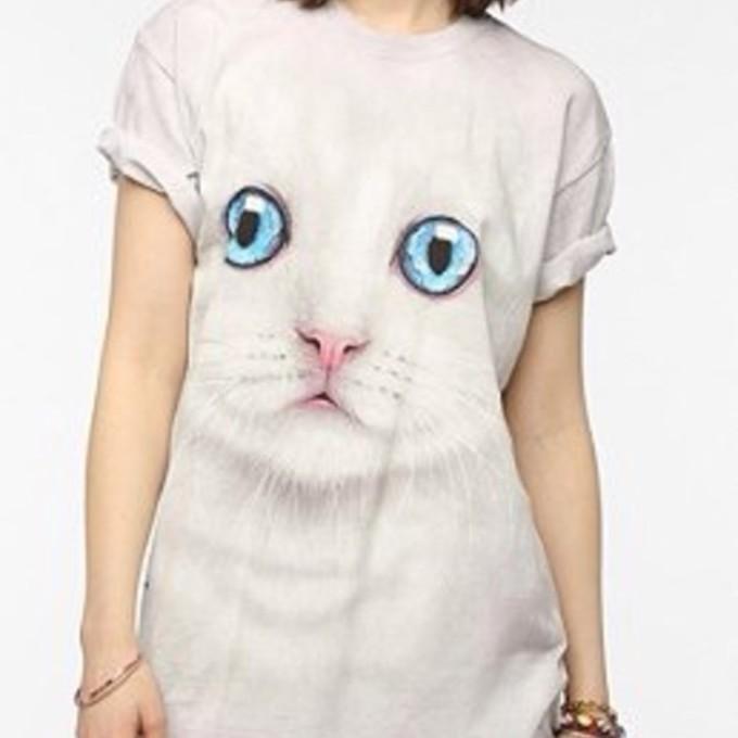 Urban outfitters t shirt shirt cats t shirt urban outfitters for Lucky cat shirt urban outfitters