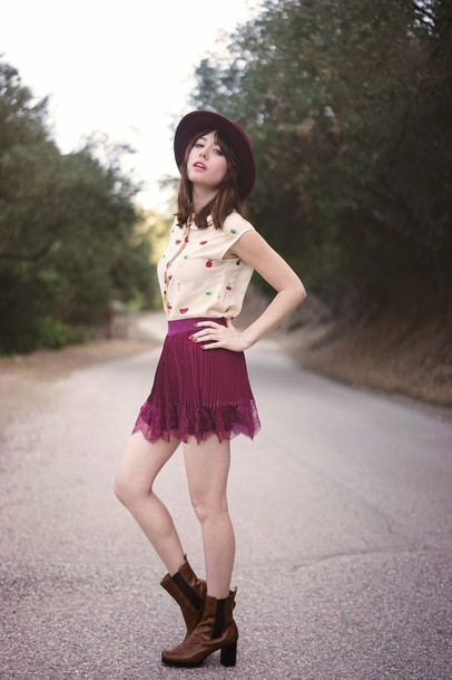 a fashion nerd blogger top burgundy skirt pleated skirt