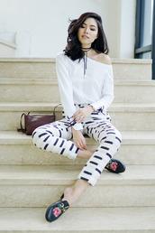 olivia lazuardy,blogger,top,pants,bag,shoes,white pants,loafers,gucci shoes,choker necklace,shoulder bag