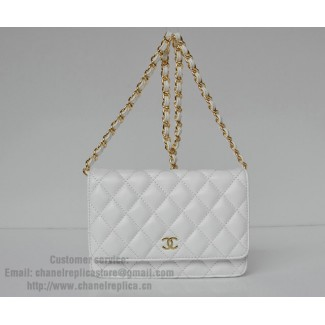 Chanel white clutch bag 33814 lambskin leather and gold chain