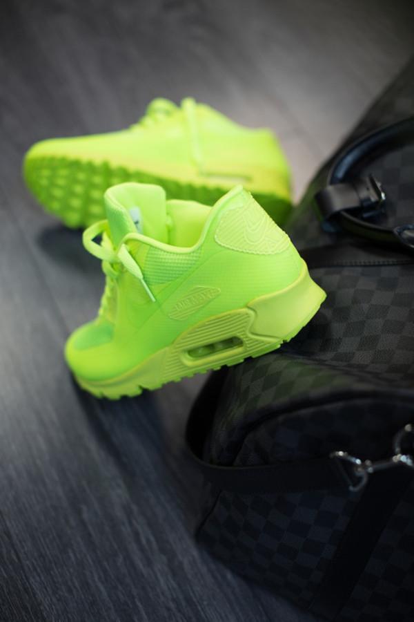 Obrázek k otázce: Kde koupím Nike Air Max 90 Hyperfuse fosforově žluté?