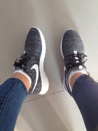 snake them nike roshe run