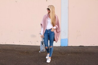 ashn'fashn blogger cardigan bag jeans shoes grey bag pink cardigan winter outfits sneakers