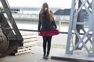 andy sparkles blogger sweater red skirt